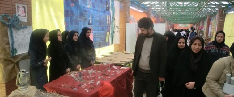 بازدید مسئول اتحادیه استان از نمایشگاه مدرسه انقلاب انجمن اسلامی دبیرستان المهدی(عج) ناحیه ۵ مشهد