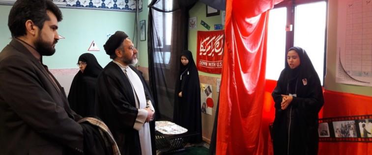 بازدید مدیرکل تبلیغات اسلامی استان از نمایشگاه «مدرسه انقلاب» انجمن اسلامی دبیرستان حافظ مشهد