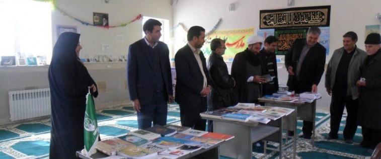 مسئولین شهرستان رشتخوار از نمایشگاه «مدرسه انقلاب» انجمن اسلامی دبیرستان شهید مدرس بازدید نمودند