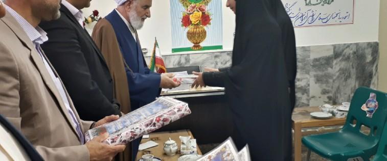 تقدیر از فعالان انجمنی برگزارکننده «نمایشگاه مدرسه انقلاب» توسط امام جمعه گناباد