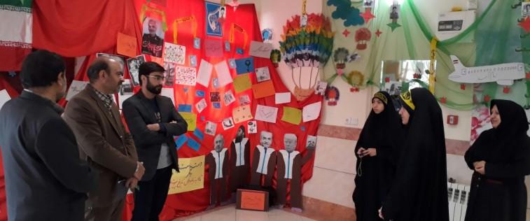 بازدید سرپرست معاونت برادران اتحادیه استان از نمایشگاه «مدرسه انقلاب» انجمن اسلامی حضرت زینب(س)کاشمر