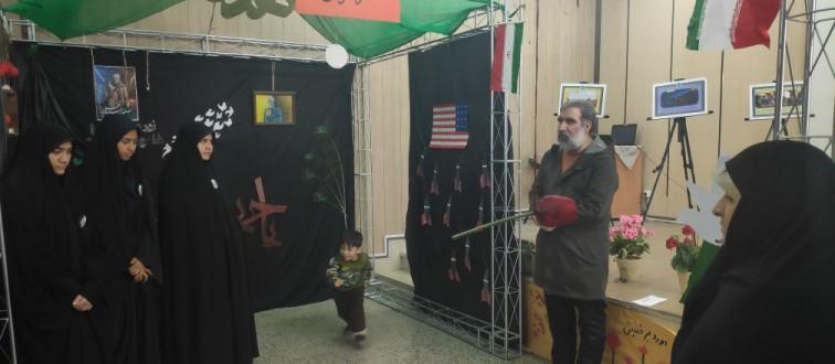 بازدید مشاور دبیرکل از نمایشگاه «مدرسه انقلاب» مدارس دخترانه مشهد