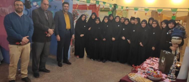 بازدید معاون تربیت بدنی آموزش و پرورش استان از «نمایشگاه مدرسه انقلاب» انجمن اسلامی دخترانه مصلی نژاد ناحیه ۶ مشهد