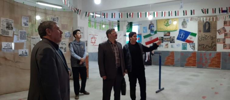 بازدید مسئولین اتحادیه استان از نمایشگاه «مدرسه انقلاب» انجمن اسلامی نمونه آیت الله خامنه ای قوچان